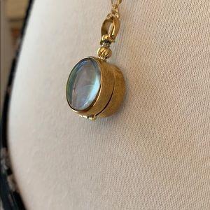 Jewelry - Beautiful Vintage Style Glass Locket on Chain